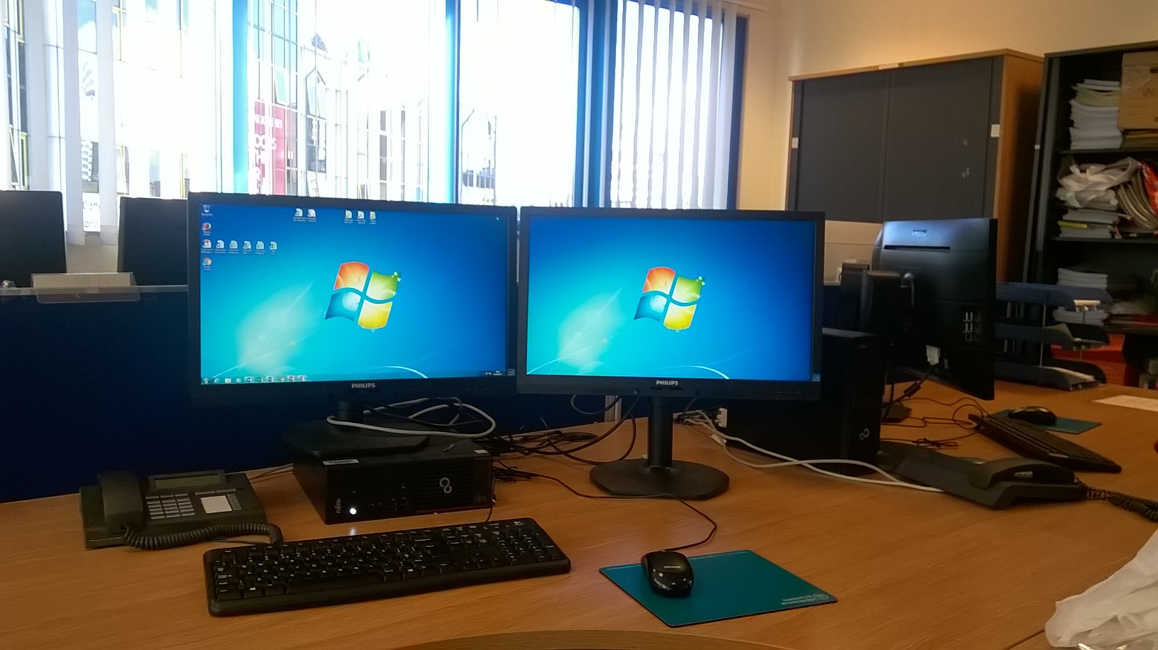 2 screens with a mouse and keyboard